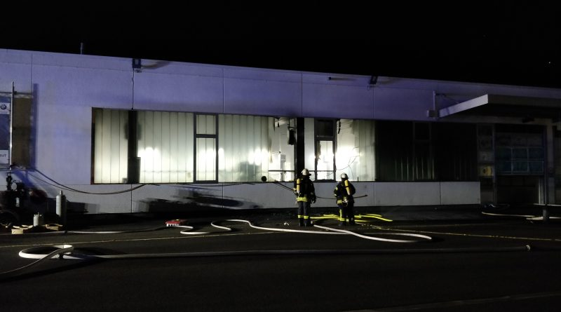 Feuer im Werkstattbereich eines Autohauses