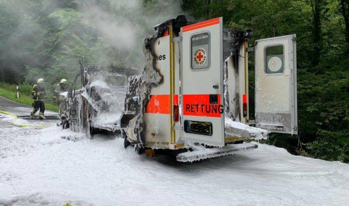 Foto ausgebrannter Rettungswagen